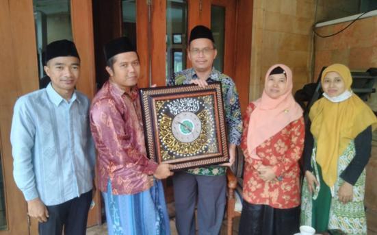 UPT PSA LAkukan Pengumpulan data Penelitian Tipologi Pesantren (Ma'had) Mahasiswa di Pesantren Darul Falah Be-Songo (3/3/21)