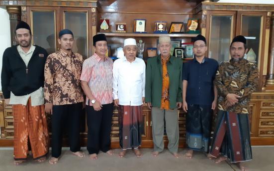 Silaturahmi dan sharing penerapan kegiatan Aswaja bagi Civitas Akademika UNISNU Jepara di PP Ammanatul Ummah,mojokerto (19/7/18)